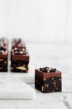 ... no-bake chocolate peanut butter bars ...