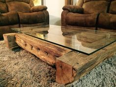 Hauseinrichtung This unique piece of furniture is made from oak planks that are over 200 years old. Coffee And End Tables, Diy Coffee Table, Coffee Table Design, Diy Table, Cabin Coffee, Timber Table, Log Furniture, Home Room Design, Wood Glass