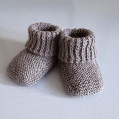 Free Recipe For Baby Booties Recipe ; Baby Knitting Patterns, Knitting For Kids, Knitting Socks, Baby Patterns, Drops Baby Alpaca Silk, Tricot Baby, Baby Bootees, Baby Barn, Baby Pullover
