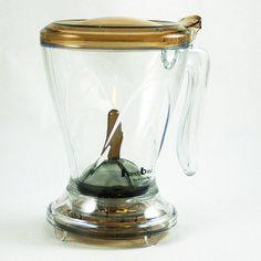 The Handy Brew coffee dripper has a shutoff valve like the Clever Coffee Dripper and a double metal screen at the bottom that your coffee drains through like a French Press. It doesn't need paper filters. Coffee Brewer, Coffee Cups, Clever Coffee Dripper, Metal Screen, Great Inventions, Coffee Roasting, Brewing, Work Inspiration, Tea