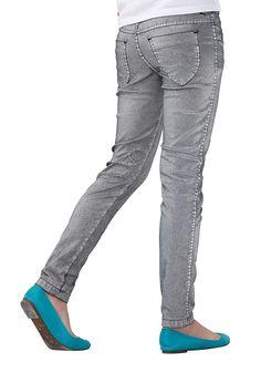 Produkttyp , Jeans, |Material , Jeans, |Materialzusammensetzung , Obermaterial: 92% Baumwolle, 5% Polyacryl, 3% Elasthan, |Farbe , Anthrazit, |Passform , Basic-Form, |Beinform , schmal, |Beinlänge , lang, |Leibhöhe , normal, |Bund + Verschluss , verstellbarer Innen-Gummizug bis Gr. 146, |Taschenanzahl , 5, |Vorder- und Seitentaschen , Eingriffstaschen schräg, kleine Münztasche, |Gesäßtaschen , ...