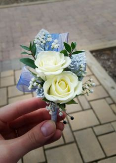 Maybe a ribbon matching the girls dress of whom they escort Prom Flowers, Blue Wedding Flowers, Bridal Flowers, Flower Bouquet Wedding, Floral Wedding, Homecoming Flowers, Crosage Prom, Boquet, Blue Corsage