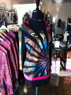What a vibrant top! This won't last long! Sizes: Missy S-XL