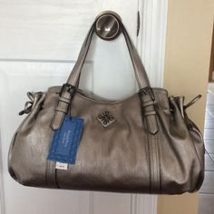 "SUNDAY ONLY  Vera Wang Monroe shopper NWT‼️ Vera Wang Monroe shopper ""white gold"" color... Looks like pewter color. Brand new with tags! Gorgeous great size bag!!  17""W x 9""H (without handles) Vera Wang Bags"