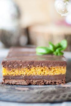 Frolla al cacao e nocciole, cremoso al cioccolato fondente e basilico, cake alle carote e nocciole