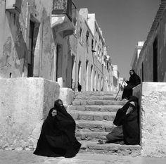 Nazaré, anos 54/57. Artur Pastor Portugal, Vintage Photographs, Vintage Photos, Great Photos, Old Photos, Beyond Beauty, Beach Design, Big Waves, What A Wonderful World