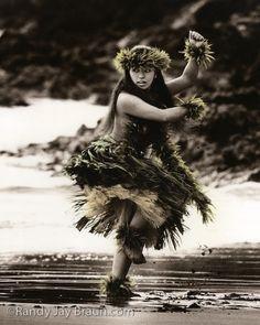 'Eleu's Hula: by Randy Jay Braun Hawaiian Dancers, Hawaiian Art, Hawaiian Theme, Hawaiian People, Polynesian Dance, Polynesian Culture, Polynesian People, Tarzan, Hawaii Hula