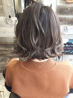 Pin on ボブ Beige Hair Color, Hair Color And Cut, Wavy Hair, Dyed Hair, Medium Hair Styles, Short Hair Styles, Hair Arrange, How To Make Hair, Brunette Hair