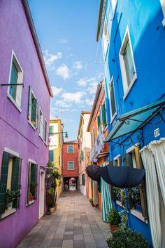 A tiny street in Burano, Venice. (Courtesy of @missjetsetter / Instagram)