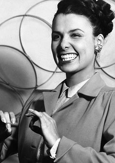 Here's look'in at you……Lena Horne, via Black History Album, Hollywood Glamour, Classic Hollywood, Old Hollywood, Hollywood Icons, Hollywood Stars, Hollywood Actresses, Lena Horne, Beautiful Black Women, Beautiful People