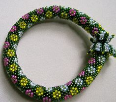 beaded bracelet with magnetic clasp
