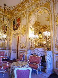 Regence style gold room banque de france former hotel for Le salon in french