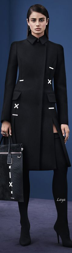 Versace Pre-Fall 2015  http://nymag.com/thecut/runway/2015/pre-fall/new-york/rtw/versace/24/
