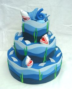 BOLO CENOGRÁFICO HUNGRY SHARK venda Shark Birthday Cakes, 6th Birthday Parties, Baby Birthday, Aquarium Cake, Ironman Cake, Shark Cake, Fiesta Baby Shower, Sea Cakes, Fake Cake