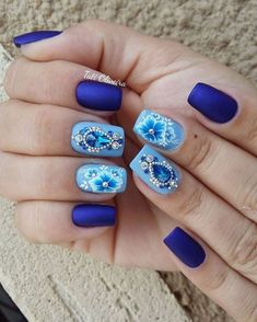 23 Fotos de Unhas com flores que estão na moda Blue Nail Designs, Diy Nail Designs, Rhinestone Nails, Bling Nails, Gem Nails, Hair And Nails, Cute Nails, Pretty Nails, Caviar Nails