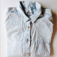 American Eagle Outfitters Light Wash Shirt Awesome American Eagle Outfitters Light Wash Denim Shirt (Chambray) with breast Pocket and Bottom Side Fabric Insert Detail. Like New. Excellent Condition. Perfect for Summer. American Eagle Outfitters Tops Button Down Shirts