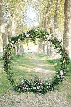 floral garland   Image by Eléna Tihonovs