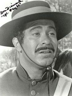 Don Diamond (1921-2011) como el cabo Reyes en la serie El zorro