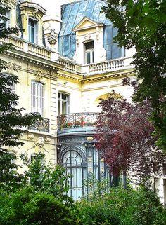 Paris, avenue Van Dyck Apartment Sunroom