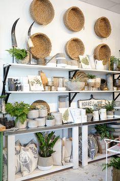 Store interiors, gift shop displays и shop layout. Gift Shop Interiors, Store Interiors, Boutique Interior, Shop Interior Design, Boutique Decor, Gift Shop Displays, Retail Displays, Merchandising Displays, Tienda Natural