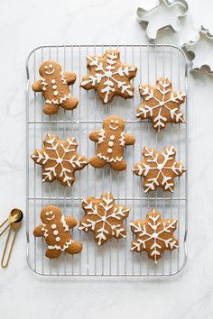 Our favorite Soft Gingerbread Cookies Recipe! Made with whole wheat flour, oat flour, and coconut oil, these gingerbread cookies are lightened-up and delicious. Perfect for the holidays! Cute Christmas Cookies, Holiday Cookies, Holiday Treats, Christmas Treats, Ginger Bread Cookies Recipe, Cookie Recipes, Almond Cookies, Sweets Recipes, Chocolate Cookies