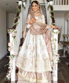 """Pakistani Style Guide on Instagram: """"Stunning bride by @mohsin.naveed.ranjha✨✨ #pakistanistyleguide"""" Pakistani Wedding Outfits, Pakistani Wedding Dresses, Pakistani Dress Design, Bridal Outfits, Wedding Dresses Ellie Saab, Wedding Dresses For Girls, Dress Indian Style, Indian Dresses, Nikkah Dress"""