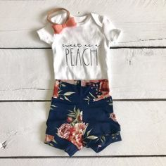 Gray dash leggings and custom onesie, baby shorts, gender neutral baby outfit, take home outfit, bab Baby Shorts, Baby Leggings, Baby Pants, Kids Shorts, Toddler Leggings, Baby Outfits, Kids Outfits, Gender Neutral Baby Clothes, Trendy Baby Clothes