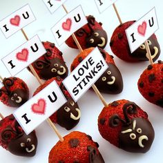 Valentine's Day chocolate-dipped strawberries decorated like love bugs!