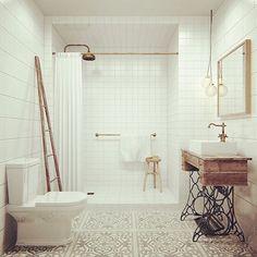 BUEN DÍA Sale foto del baño completo con la Singer que tanto les gustó #singer #baño Dato: el piso de este baño es lo que va!!