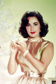 Christmas with Elizabeth Taylor - old school glamour. #style #inspiration