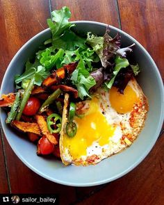 Wow I am obsessed with this beautiful bowl. You could eat this for any meal!! Thanks for the #primalpalatespices love @sailor_bailey  # Egg boobs greens fries and spice for lunch . . Herbed mixed greens topped with egg boobs (or a uni-boob of eggs ? ) flavored with the breakfast blend from @primalpalate and paprika (so so so good!) ..... Tomatoes jalapenos leftover green beans from meal prep  leftover sweet potatoe fries (PHS  garlic powder cayenne pepper paprika drizzled and coconut oil…