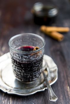Liquorice flavored mulled wine. http://www.jotainmaukasta.fi/2014/11/10/lakritsiglogi/