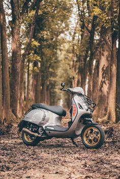 CUSTOM MOTO:VESPA GTS300 by 海夫納   MOTO7 Vespa 300, New Vespa, Vespa Sprint, Vespa Motorcycle, Motos Vespa, Scooter Motorcycle, Piaggio Vespa, Lambretta Scooter, Vespa Scooters