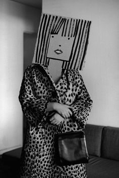 Saul Steinberg was a cartoonist for The New Yorker, and Inge Morath was a photographer. Steampunk Mode, Bühnen Design, Graphic Design, Inge Morath, Saul Steinberg, Creation Art, Paper Mask, Photocollage, The New Yorker