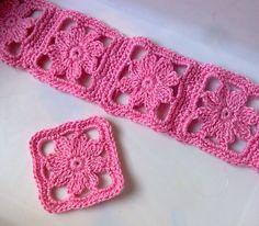 Tecendo Artes em Crochet: Capas para agendas e Cadernos...These little squares would make a beautiful bracelet!! There are free diagrams for making!