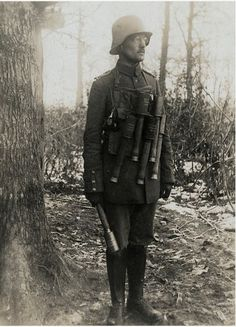 World War I Lieutenant Instructor of German assault troops In February 1917 World War One, Second World, First World, Ww1 Photos, Ww1 Soldiers, Germany Ww2, Korean War, German Army, Vietnam War