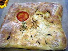 Grillbrot mit Rosmarin, Tomate und Zwiebeln