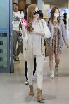 Jessica at Incheon Airport From Japan Korean Fashion Teen, Korean Fashion Summer Casual, Korean Fashion Ulzzang, Korean Fashion Dress, Korean Outfits, Asian Fashion, Fashion Black, Snsd Airport Fashion, Snsd Fashion