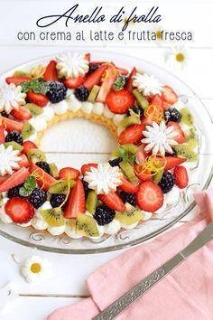 Sprinkles Dress: Anello di frolla con crema al latte e frutta fresc...