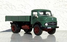 Google Image Result for http://www.mercedes-benz-collection.eu/mb-1513-mercedes-benz-platform-truck-green-siku-diecast-model-toy-car-scale-1-50.JPG