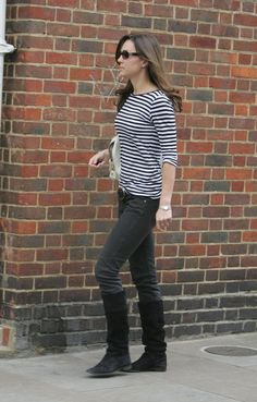 Kate rocking a casual outfit.  It's good to know that she wears jeans and loose tops too!