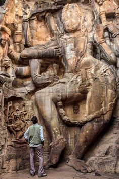 Madhya Pradesh: The Age of Empires Khajuraho Temple, Hampi, Indian Temple Architecture, Indian Art Paintings, Madhya Pradesh, Indian Gods, Ancient Civilizations, Ancient Art, Cool Places To Visit