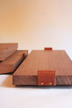 minimalist trays / portable platforms for bath stuff