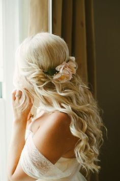 wavy-twisted-half-up-half-down-wedding-hairstyle-with-dresh-flowers