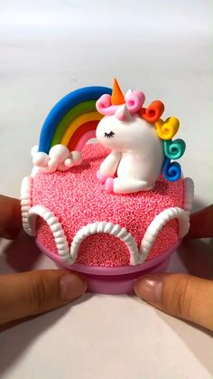 Polymer Clay Magnet, Clay Magnets, Polymer Clay Cake, Polymer Clay Animals, Polymer Clay Miniatures, Polymer Clay Crafts, Diy Clay, Bolo Elsa, Clay Crafts For Kids