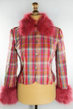 Bright vintage blazer with faux fur from the / Vintage fashion Plaid Pattern, Shoulder Pads, Warm And Cozy, Vintage Shops, Vests, Faux Fur, Blazers, Vintage Fashion, Bright