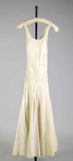 Chanel Evening dress (1934) | Coco Chanel #CocoChanel #ChanelModes #ChanelVintage #Chanel1930 Visit espritdegabrielle.com | L'héritage de Coco Chanel #espritdegabrielle