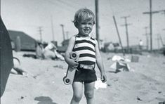 Rare Photos of Norma Jeane (Later Marilyn Monroe) With Her Family on the Beach of Santa Monica in 1929 ~ vintage everyday Young Marilyn Monroe, Norma Jean Marilyn Monroe, Marilyn Monroe Photos, Santa Monica, Joe Dimaggio, Young Celebrities, Celebs, Ballet, Mariska Hargitay