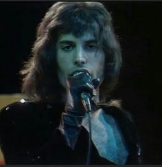 Discuss about the greatest rock band ever! Queen Freddie Mercury, John Deacon, I Am A Queen, Save The Queen, Queen Queen, Rock Queen, Great Bands, Cool Bands, Bryan May