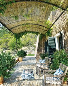 Refreshingly green outdoor spaces #outdoors #pergola
